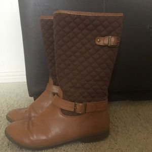 🍁Crazy 8- Vegan leather quilted boots- Sz 4